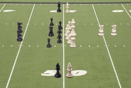 delito: Piezas de ajedrez en fila como los equipos de f�tbol