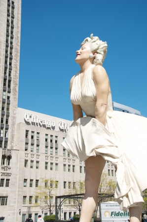 windy city: Marilyn Monroe statue in Chicago, IL