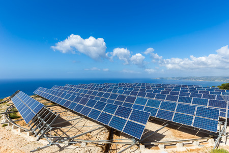 Field of many solar collectors in rows on rotatable circular construction at coast in Kefalonia Greece Stockfoto