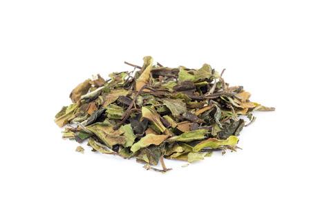 Heap of loose green leaves of white tea bai mu dan isolated on white background Stockfoto