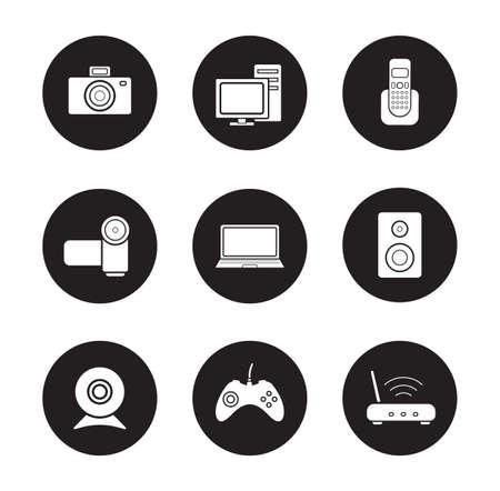 Unterhaltungselektronik schwarze Symbole gesetzt. Desktop-digitale Geräte weißen Silhouetten Abbildungen. PC mit Monitor und Laptop Runde Symbole. Video- und Fotokameras. Vector Infografiken Elemente Vektorgrafik