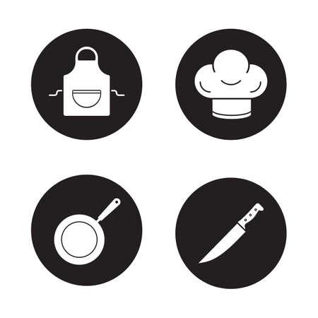 Kookgerei zwarte iconen set. Domestic keukenschort, restaurant chef-koks hoed, professionele hakmes, koekenpan. Keukengerei items. Witte silhouetten illustraties. Vector logo concepten Logo
