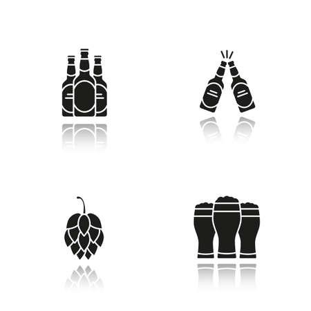 Bier drop schaduw zwarte pictogrammen instellen. Hopkegel, bierflesjes en glazen. Geïsoleerde vectorillustraties