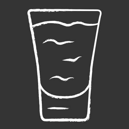 Icono de tiza de tiro. Cóctel en copa. Bebida alcoholica. Vaso con tirador. Bebida para fiesta, celebración. Mezclar para un consumo rápido. Ilustración de pizarra de vector aislado
