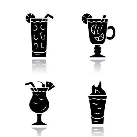 Drinks drop shadow black glyph icons set. Cocktail in highball glass, hot toddy, pina colada, flaming shot. Alcoholic mixes, soft drinks. Refreshing, warming beverages. Isolated vector illustrations 矢量图像