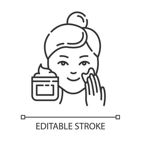 Anwenden von Creme lineares Symbol. Hautpflegeverfahren. Schönheitsbehandlung im Gesicht. Gesichtsprodukt zum Peeling. Dünne Linie Abbildung. Kontursymbol. Vektor isolierte Umrisszeichnung. Bearbeitbarer Strich