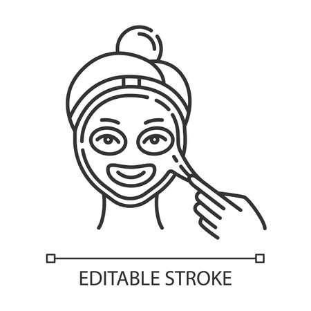 Aplicar el icono lineal de la máscara peel-off. Procedimiento de cuidado de la piel. Tratamiento de belleza facial Dermatología, cosmética, maquillaje. Ilustración de línea fina. Símbolo de contorno. Dibujo de contorno aislado del vector. Trazo editable Ilustración de vector