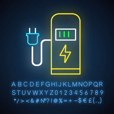 Car charging station neon light icon. Electric fuel pump for public usage. EV rechagging point. Smart energy. Glowing sign with alphabet, numbers and symbols. Vector isolated illustration Imagens - 134836704