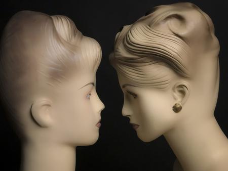 due manichini femminili