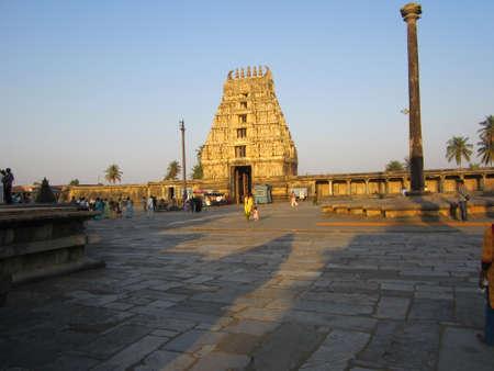 karnataka: La construcci�n de templos Herritage, Karnataka