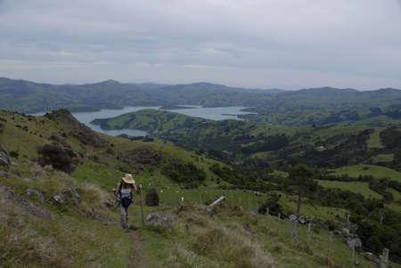 tramping: Tramping en Nueva Zelandia por encima de Akarowa