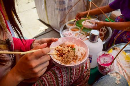 道路の近くのローカル麺ミャンマー。 写真素材