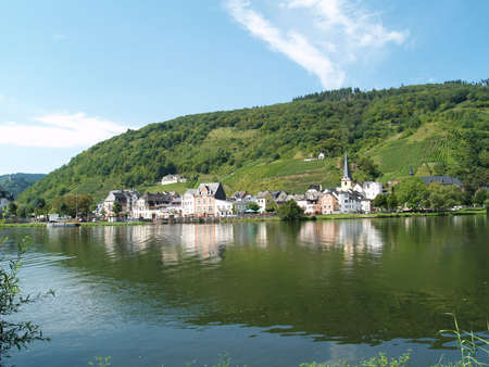 alf: The river Mosel at the village called Alf