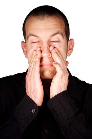 Człowiek z zatokowego ciśnienia z przodu białe tło.