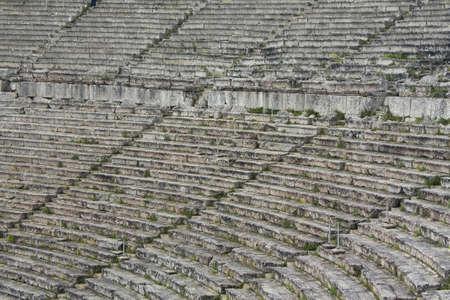 teatro antico: Close up dei sedili in pietre in greco antico teatro di Epidauro.