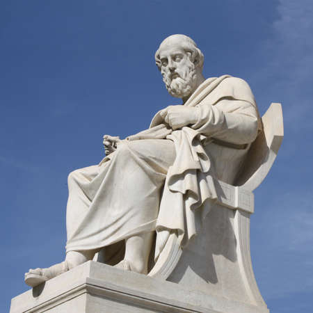 platon: Neoclassical statue of ancient Greek philosopher, Plato, in front of the Academy of Athens in Greece. Stock Photo