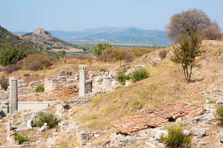 efeso: Paesaggio da Efeso Efeso era una antica città greca e poi una delle principali città romana Un tempo era il centro commerciale del mondo antico ed ora è il più grande sito archeologico classico nel mondo Archivio Fotografico