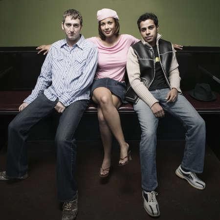 knees bent: Giovane donna seduta con due giovani