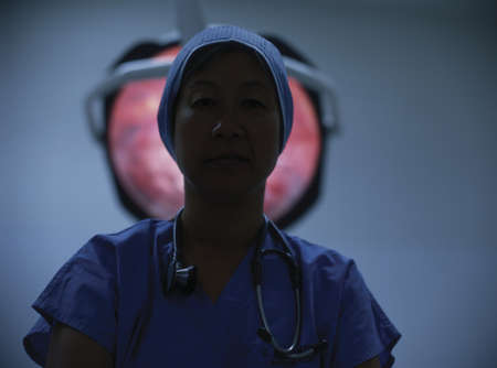 way of behaving: Female doctor in an operating theatre LANG_EVOIMAGES