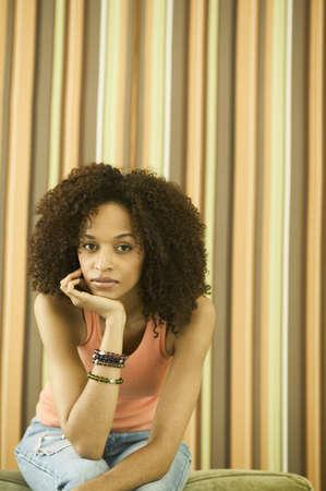 way of behaving: Woman sitting looking at camera LANG_EVOIMAGES
