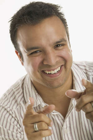 way of behaving: Portrait of man pointing and laughing LANG_EVOIMAGES