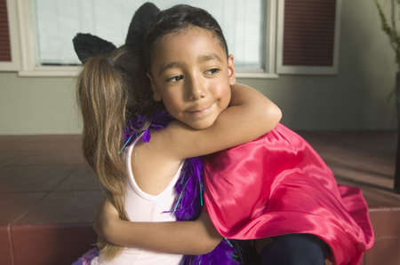 Side profile of a young boy and girl embracing LANG_EVOIMAGES