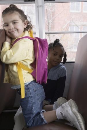 zapatos escolares: Ni�os en autob�s escolar