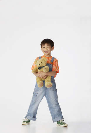 all under 18: Boy holding teddy bear LANG_EVOIMAGES
