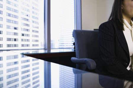 above 21: Businesswoman working at desk LANG_EVOIMAGES