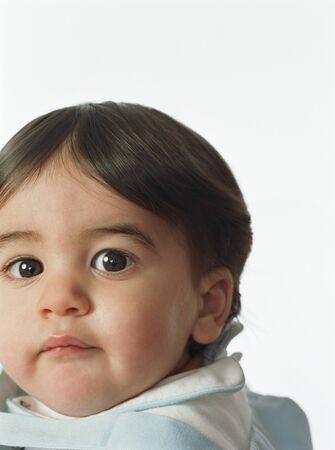 occhi grandi: Primo piano della ragazza bambino con grandi occhi LANG_EVOIMAGES