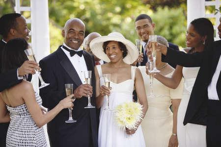 mariage mixte: Les invit�s au mariage toast mari�e et le mari�