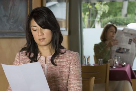 Women sitting in restaurant Zdjęcie Seryjne - 16070982