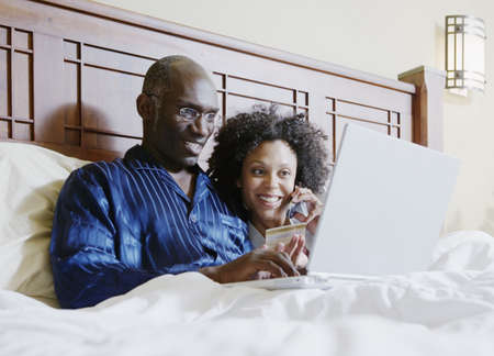 online: Couple shopping online in bed