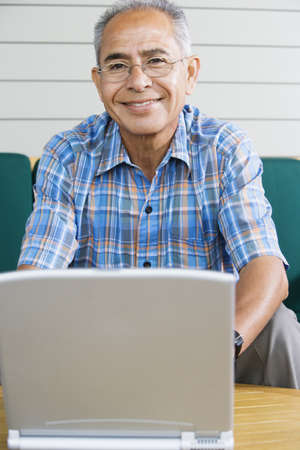 above 30: Portrait of elderly man with laptop LANG_EVOIMAGES