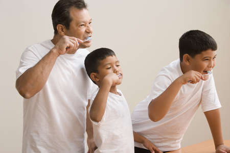 poppa: Father and sons brushing their teeth LANG_EVOIMAGES