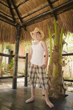 barefoot cowboy: Young boy wearing a cowboy hat LANG_EVOIMAGES
