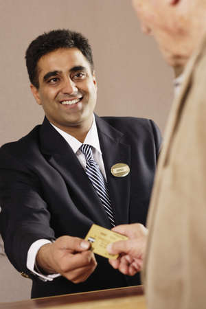 ninetys: Businessman accepting credit card payment LANG_EVOIMAGES