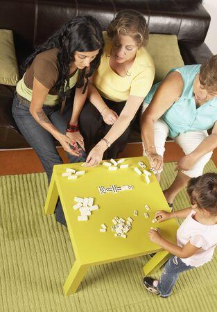 el salvadoran: Female members of a family playing dominoes