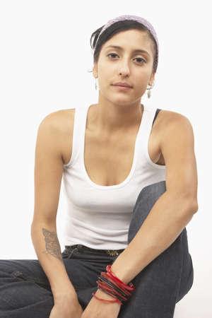 el salvadoran: Young woman posing for the camera