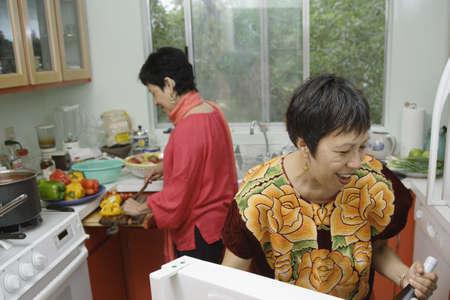 mujeres cocinando: Mujeres cocina