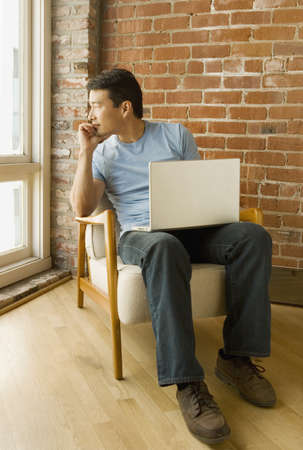 idealistic: Young man using a laptop