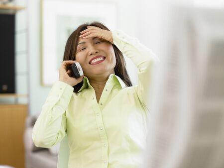 Imprenditrice parlando al telefono Archivio Fotografico - 16070299