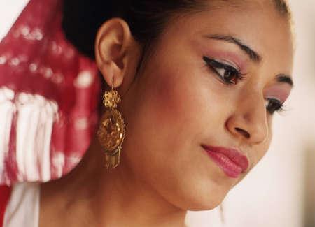 idealistic: Close-up of young womanÃŒs face LANG_EVOIMAGES
