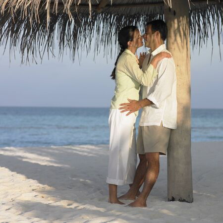 kisser: Couple kissing at the beach