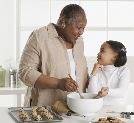 Senior woman making cookies with her granddaughter  스톡 콘텐츠