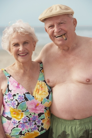 seventy two: Senior couple wearing bathing suits LANG_EVOIMAGES