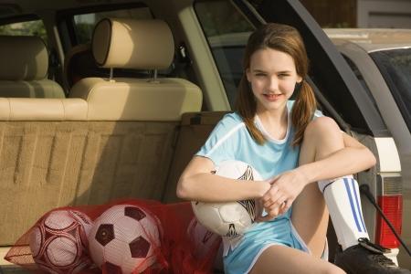 Jong meisje met voetbal vistuig