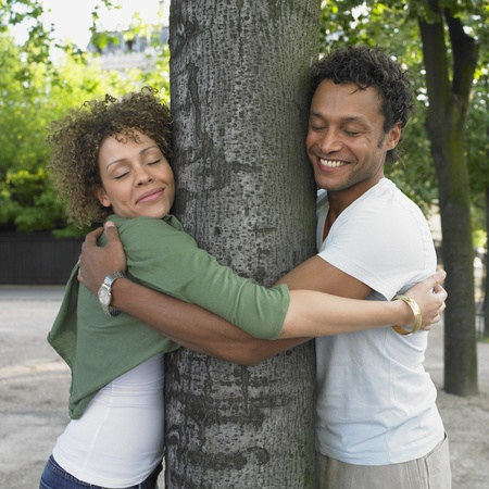 mate married: Couple smiling and hugging tree