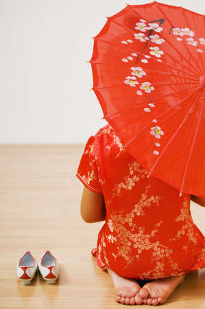 traditional culture: Asian woman in traditional clothing with parasol LANG_EVOIMAGES