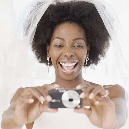appendage: African bride taking photograph